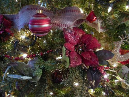 How to Decoate a Christmas Tree