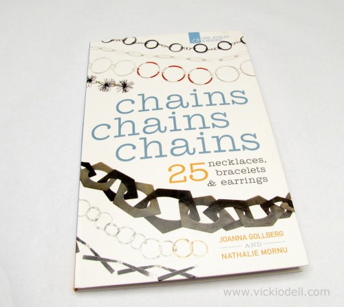 "Book Review: ""Chains Chains Chains 25 Necklaces, Bracelets and Earrings"""
