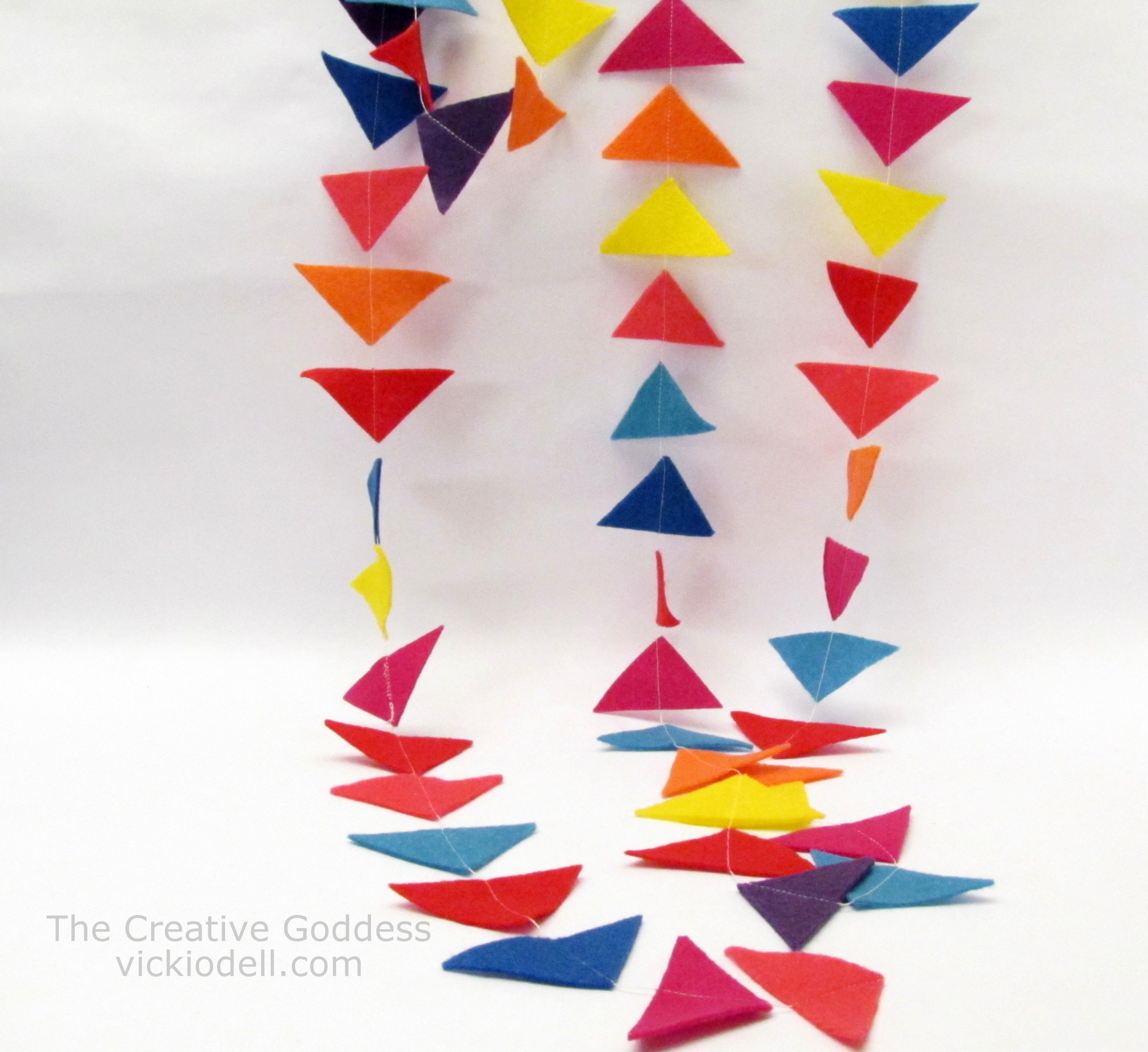 """How to Make a Felt """"Kite Tail"""" Garland for Spring Decorating"""