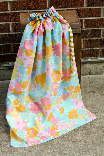 Vintage Pillowcase Laundry Bag Tutorial